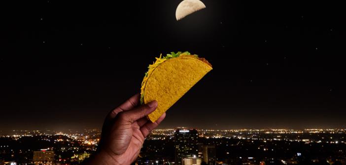 Taco Bell celebrează tacos în România,  totul sub influența lunii